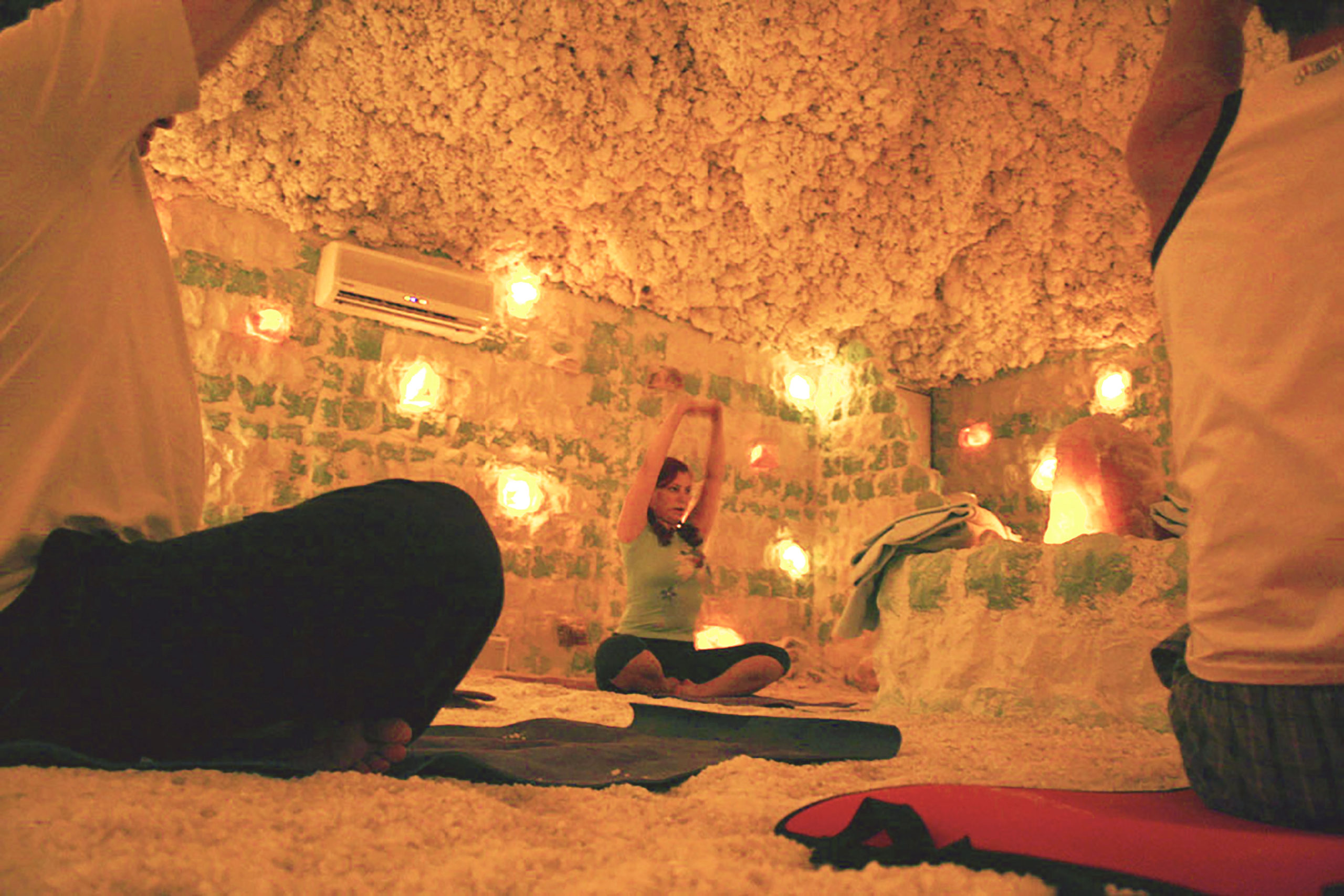 joga w jaskini solnej Almonis